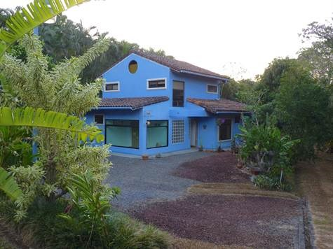 Remax real estate, Costa Rica, Atenas, Unique style home in exclusive ex pat community of Atenas