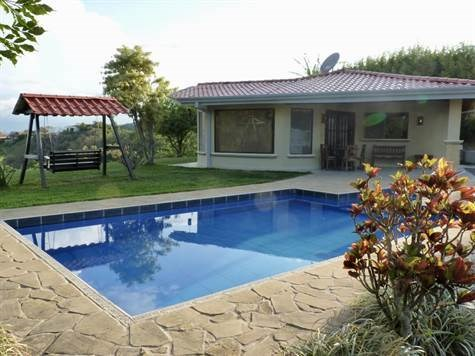 Remax real estate, Costa Rica, Atenas, Home with big property in Picaflora exclusive community of Atenas