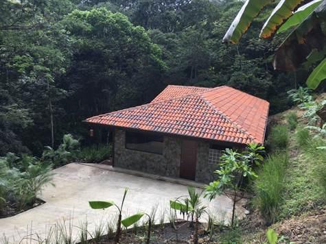 Remax real estate, Costa Rica, Atenas, Casa casi terminada en residencial Selva Rio Estates