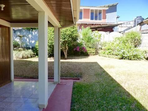 Remax real estate, Costa Rica, Atenas, Home with perimeter in the center of Atenas Center