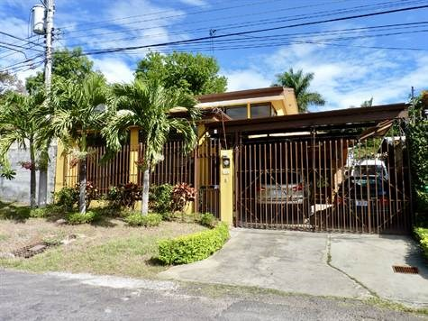 Remax real estate, Costa Rica, Atenas, Very secure home in tranquil Atenas neighborhood