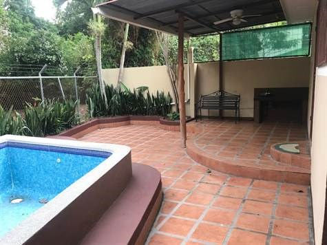 Remax real estate, Costa Rica, Atenas, Home in quiet area of Atenas Center with pool