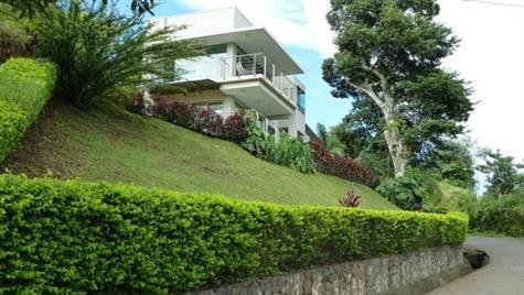Remax real estate, Costa Rica, Atenas, Executive rental in gated community Roca Verde