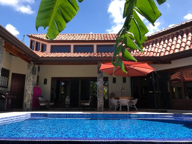"""Remax real estate, Costa Rica, Atenas-Escobal, THE """"HORSESHOE"""" like new 288.5m2 (3105 sq ft) home, high quality, luxury house"""
