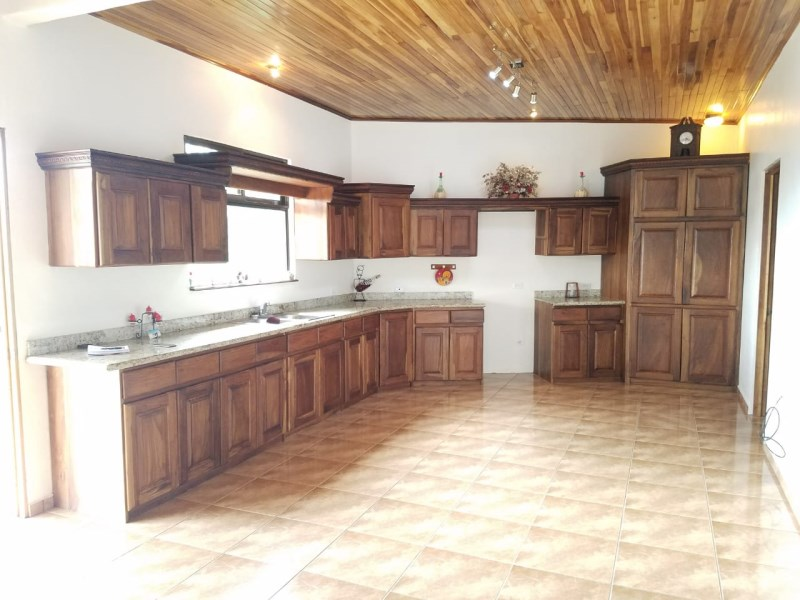Remax real estate, Costa Rica, Grecia-Bolívar, house with 7000 sqm and montain view