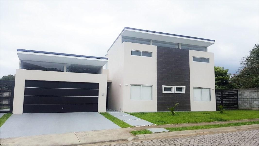 Remax real estate, Costa Rica, Alajuela - La Garita, modern house in condominio