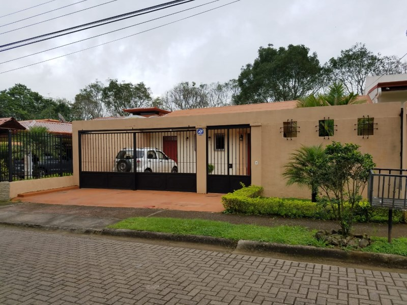 Remax real estate, Costa Rica, Atenas, Vibrant and comfortable urban house/ Atenas