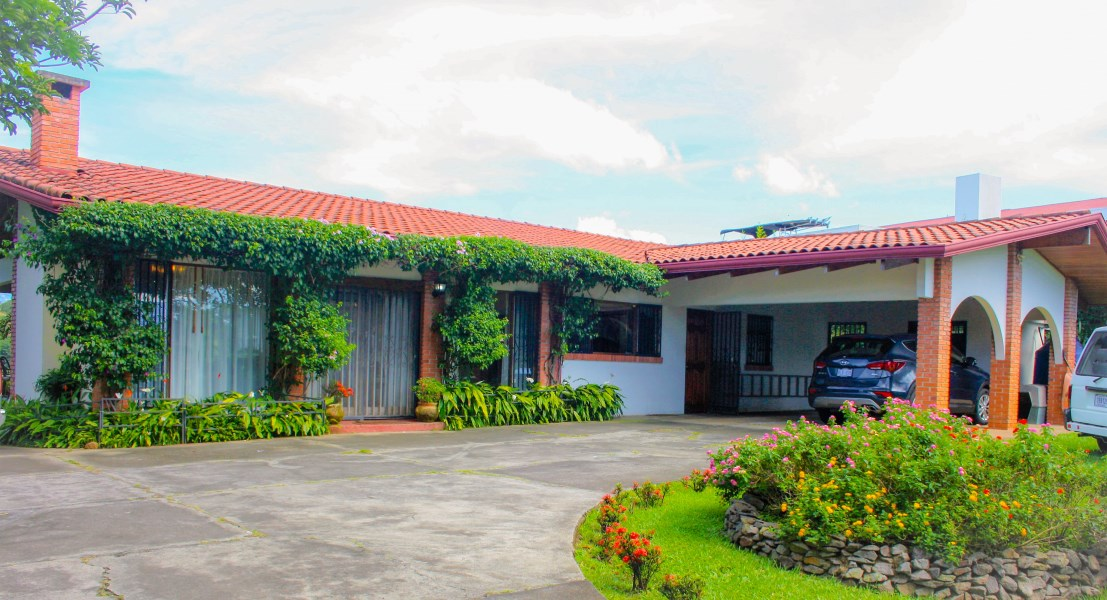 Remax real estate, Costa Rica, Alajuela - La Garita, HOUSE with character and  style ....lot the 7500 meters
