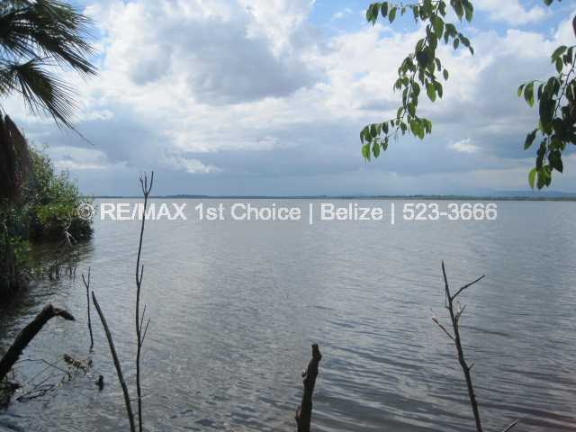 Remax real estate, Belize, Placencia, #6769 - Water Front Lot in the Plantation Area - Lot #179