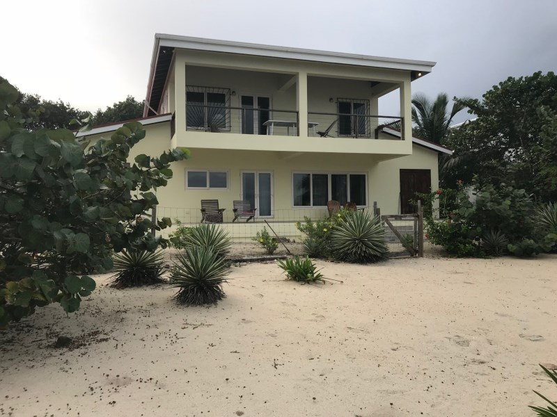 Remax real estate, Belize, Placencia, H6782 - 2500ft² Newly built 3 Bedroom Beach Front House