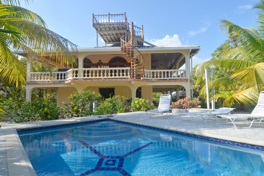RE/MAX real estate, Belize, Placentia, H6566 - Charming House with Pool Steps from the Sea