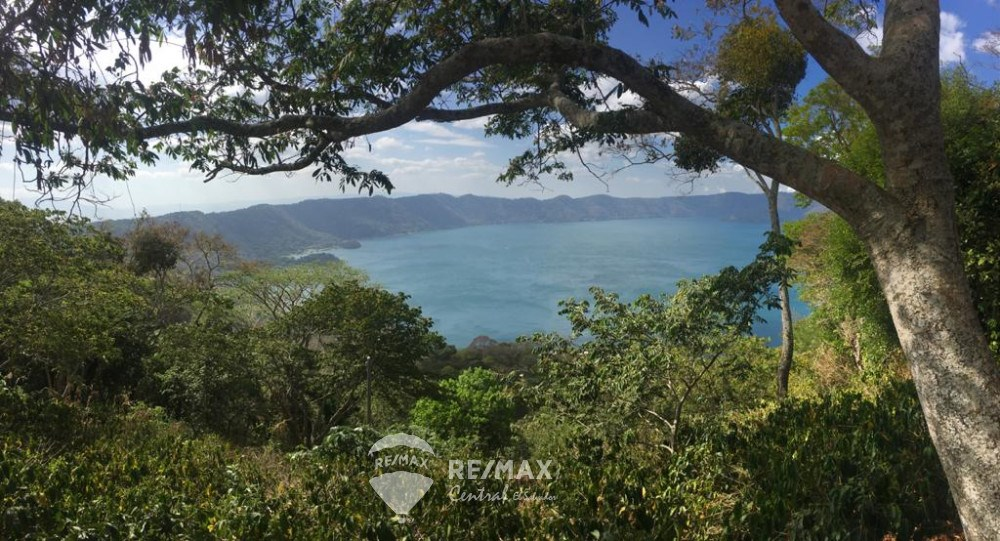 "RE/MAX real estate, El Salvador, Santa Ana, LAND FOR SALE IN THE HIGH ZONE OF ""LAGO DE COATEPEQUE"""