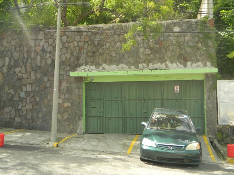 Remax real estate, El Salvador, San Salvador, COMMERCIAL SPACE FOR RENTE FRONT HOSPITAL DIAGNOSTICO  ESCALON