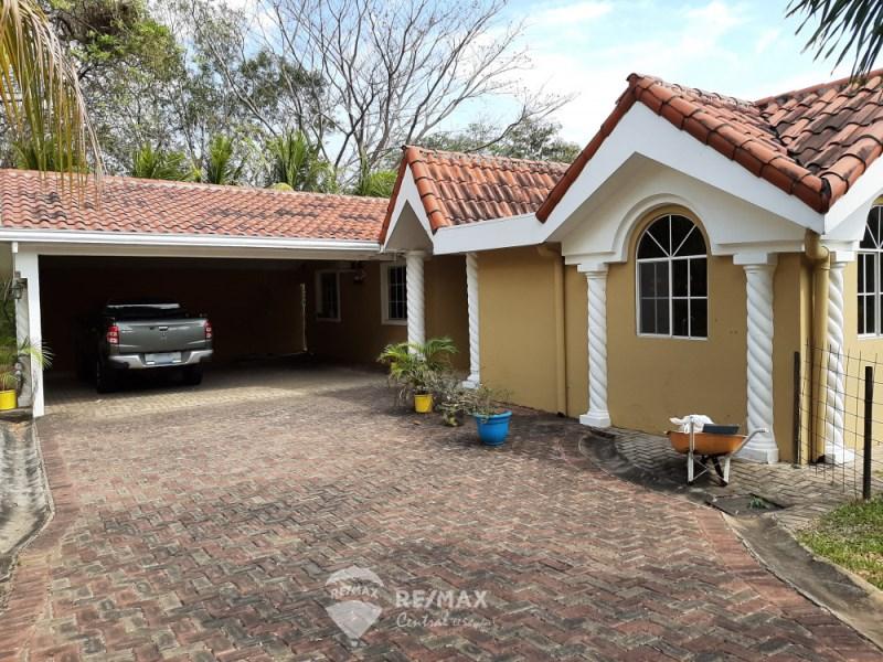 Remax real estate, El Salvador, San José Villanueva, HOUSE FOR SALE IN QUINTAS RECREATIVAS LA HACIENDA, SENDA EL BOSQUE