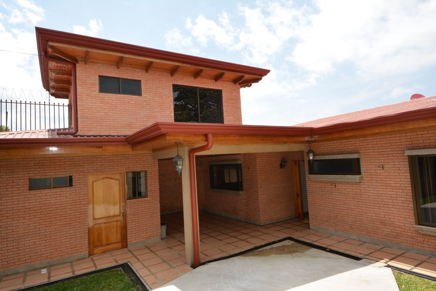 Remax real estate, Costa Rica, Montes de Oca, BEAUTIFUL HOUSE FOR RENT WITH OPTION TO BUY SAN JOSE GRANADILLA, MONTES DE OCA / RENT $2400/ SALE $390.000