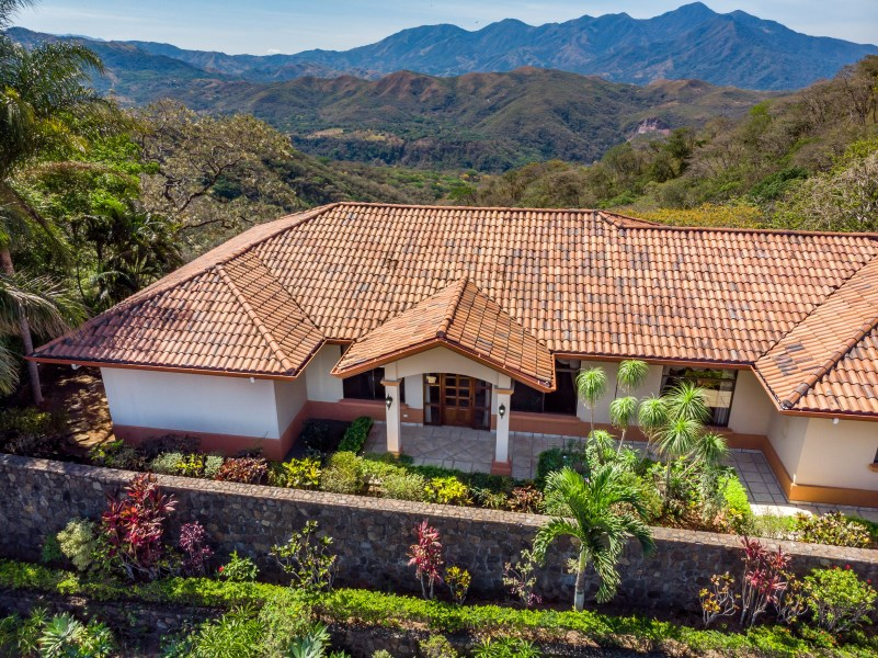 Remax real estate, Costa Rica, Orotina, Beautiful home with great floor plan and breathtaking views in exclusive private community
