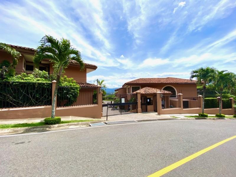 Remax real estate, Costa Rica, Escazú, Best Price Condo in  Guachipelin, Escazu