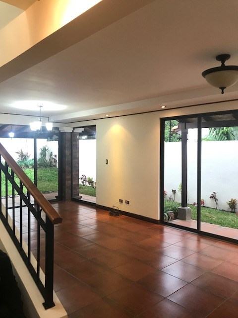 Remax real estate, Costa Rica, Heredia, Awesome House in Heredia Down Town location location !