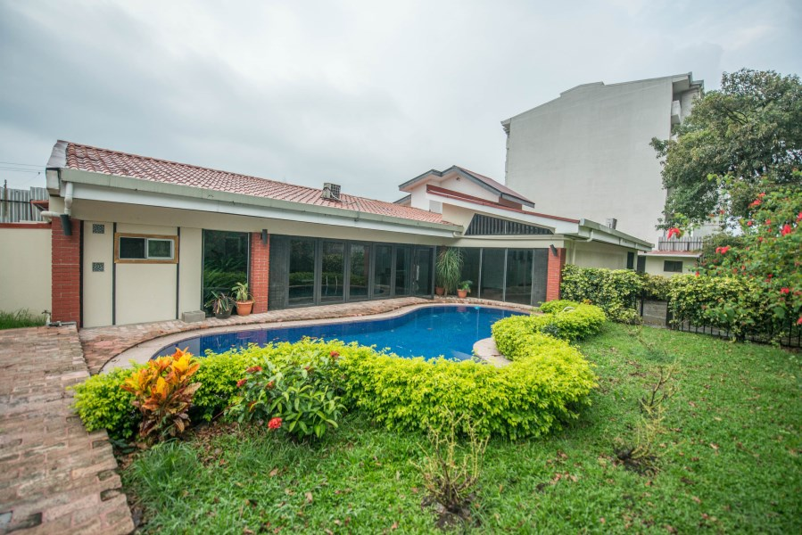 Remax real estate, Costa Rica, San José - La Uruca, Comercial house for rent.  5000 sq.F. REDUCED!!!