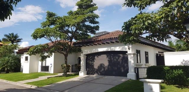 Remax real estate, Costa Rica, Santa Ana, Beautiful and exclusive property in Gated community for rent
