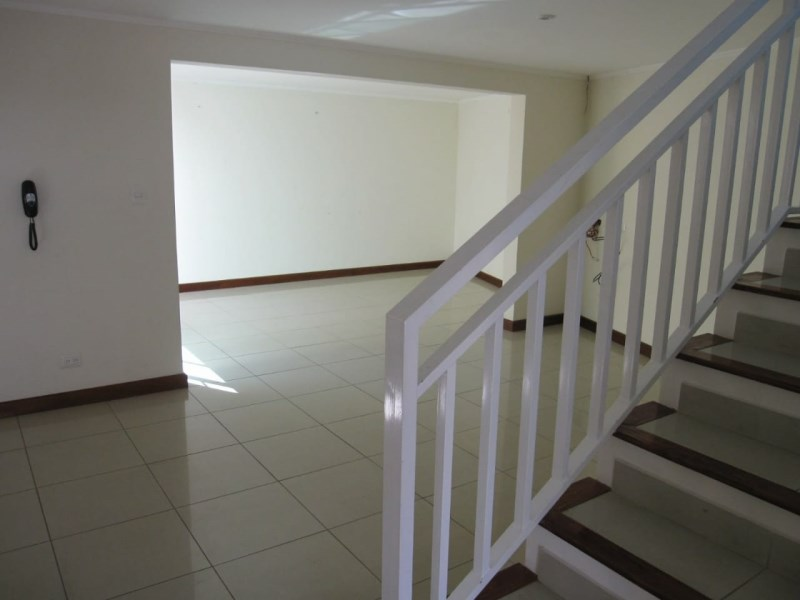 Remax real estate, Costa Rica, Escazú, Nice apartment in condo for rent in Escazu close to multiplaza FURNISHED