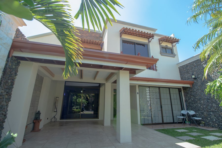 Remax real estate, Costa Rica, Heredia - San Francisco de Heredia, House for Rent in Heredia. Condominio Bosques de Altamira.