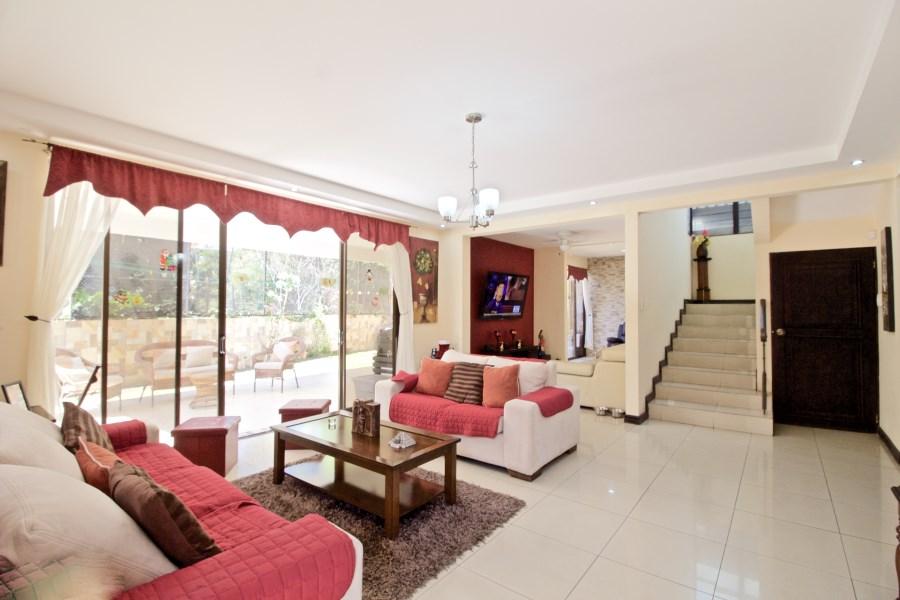 Remax real estate, Costa Rica, Santa Ana - Pozos, Casa Catalano