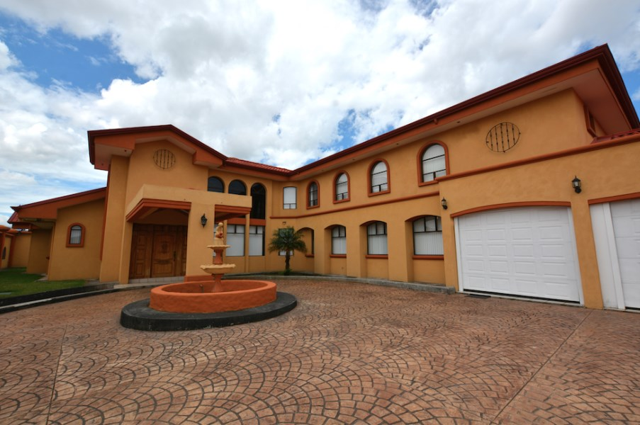 Remax real estate, Costa Rica, Curridabat, Beauty, quality and versatility