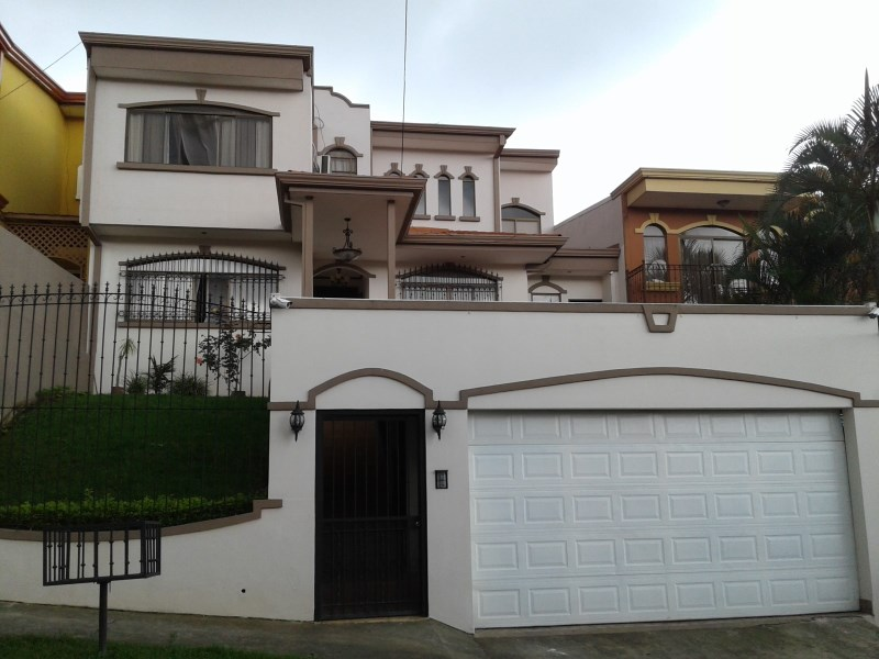 Remax real estate, Costa Rica, Curridabat, Great, beautiful, spacious house in exclusive on 2 levels, located in exclusive area with easy access to the best and convenient places.