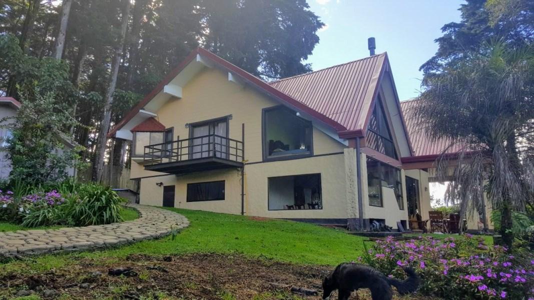 Remax real estate, Costa Rica, San Rafael de Heredia-Los Angeles, BEAUTIFUL MOUNTAIN HOUSE TIROL CHALET STYLE N AMAZING VIEW