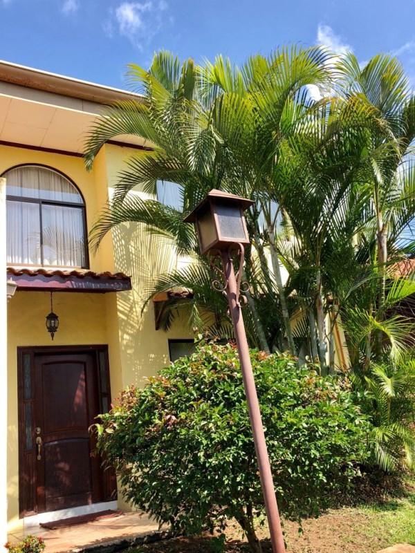 Remax real estate, Costa Rica, Escazú - San Rafael de Escazú - Guachipelín, ¡Cozy House in Condominium! Privilege area – Guachipelín de Escazú