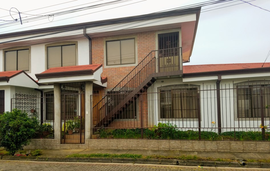 Remax real estate, Costa Rica, Heredia-Mercedes Norte, Opportunity! Live and receive income