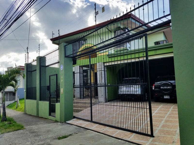 Remax real estate, Costa Rica, Santo Domingo de Heredia - San Vicente, Spacious House, Remodeled  in QUIZARCO - Santo Domingo!