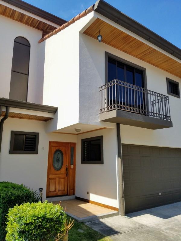 Remax real estate, Costa Rica, Curridabat - Barrio Guayabos, Spacious Condo with view in exclusive area - Guayabos Curridabat! RENT house in CONDOMINIO,