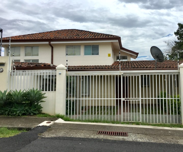 Remax real estate, Costa Rica, Escazú, A nice townhouse, confortable and safe
