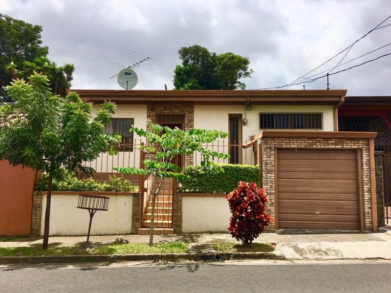 Remax real estate, Costa Rica, Alajuela, SE VENDE!!! Casa bien ubicada en Residencial Ciruelas, Alajuela