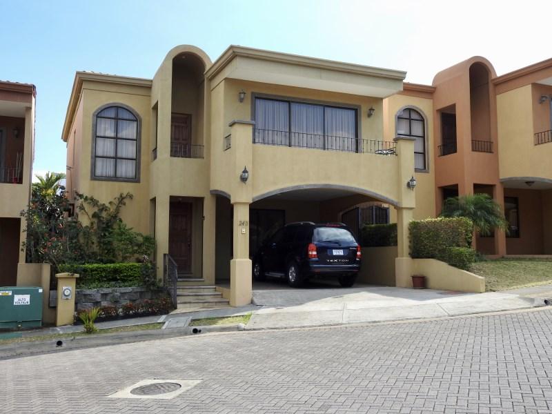 Remax real estate, Costa Rica, Heredia, Amazing Townhouse In Condominium Community