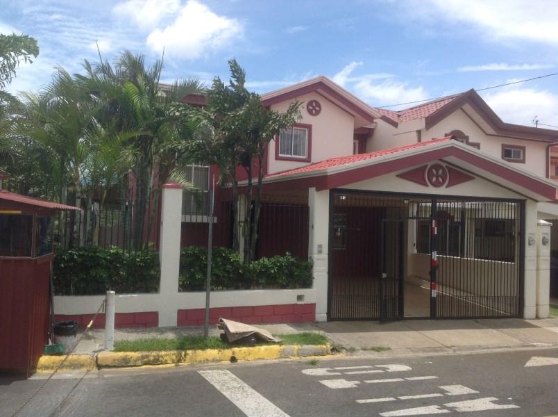 Remax real estate, Costa Rica, Heredia, SPACIOUS HOME ON NICE CORNER LOT