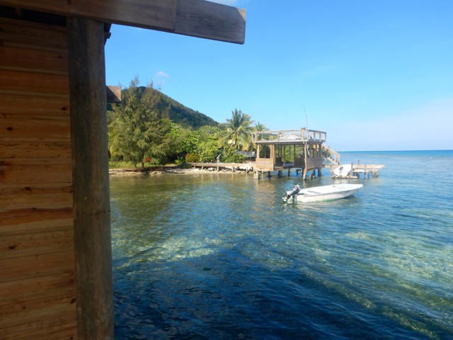Remax real estate, Honduras, Roatan, Southeast Cooling TradewindsWaterfront lots with dock
