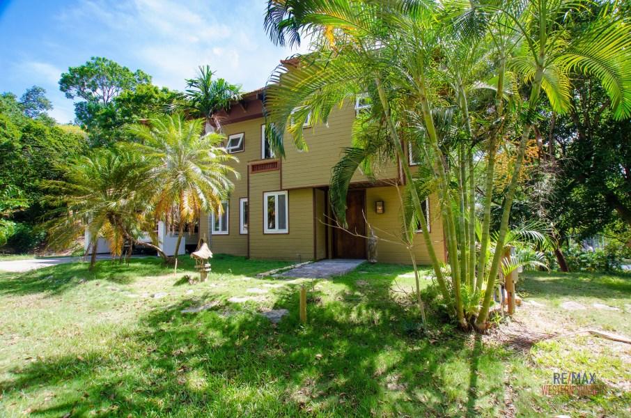 Remax real estate, Honduras, Roatan, Lot 76Lawson  Rock 3b 3ba Home