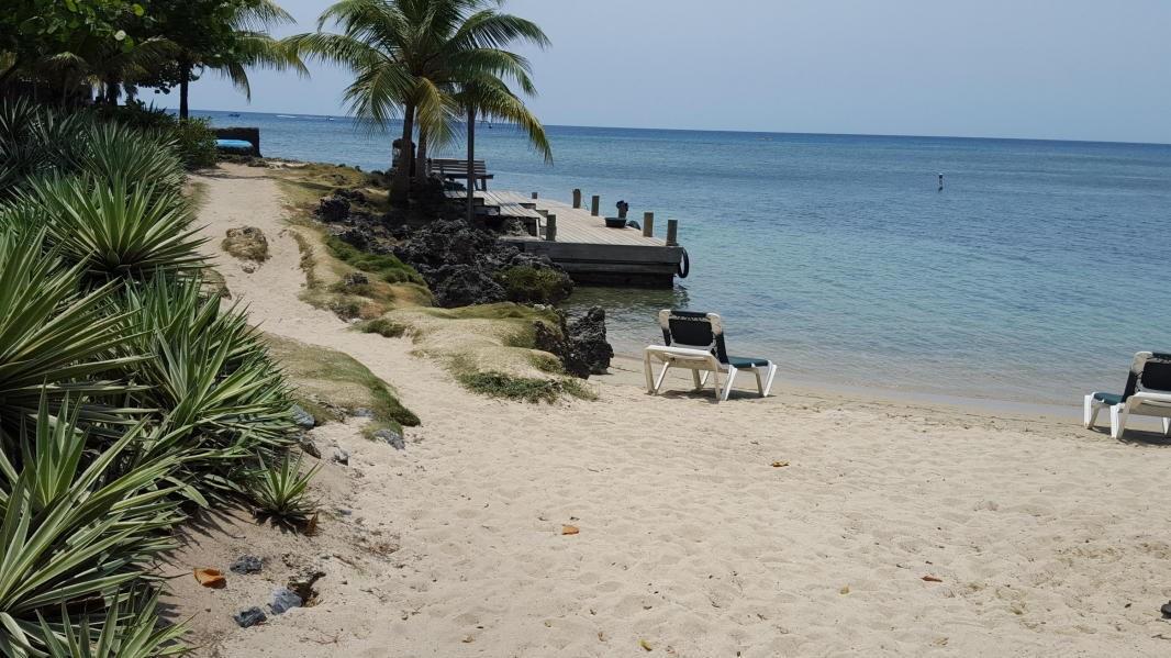 Remax real estate, Honduras, Roatan, Kai Linda WayWest Bay RoatanWest Bay Estates Land