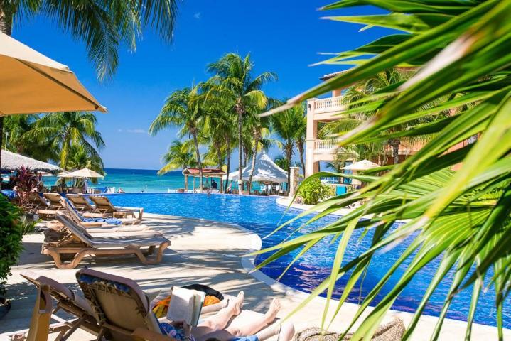 Remax real estate, Honduras, Roatan, 1 Bed 1 Bath  West Bay BeachInfinity Bay Condo 1901