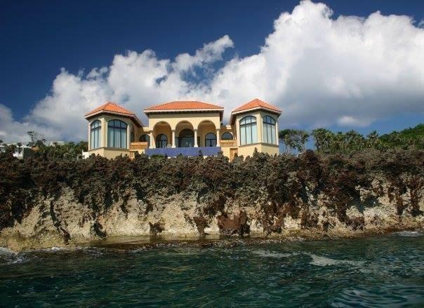 Remax real estate, Honduras, Roatan, 3bd 3.5ba Ocean FrontKeyhole Bay Luxury Home