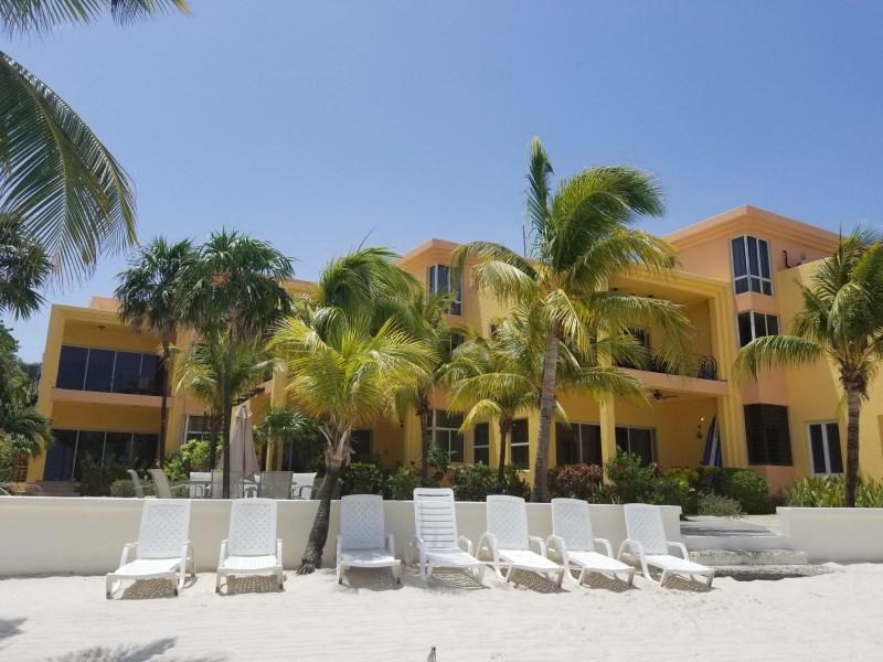 Remax real estate, Honduras, Roatan, West Bay BeachCoral Sands Luxury Condo