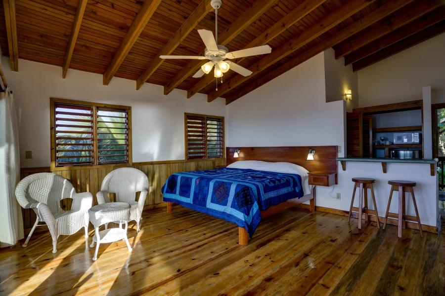 Remax real estate, Honduras, Roatan, West End RoadCocolobo  Top Floor Condos