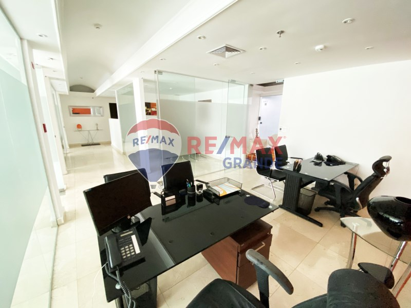 Remax real estate, Panama, Panamá - Calle 50, Office at Torre Global Bank, Calle 50
