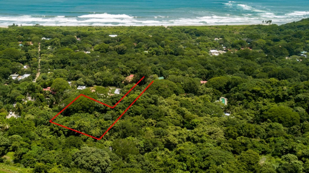 Remax real estate, Costa Rica, Nosara, Walk to the Beach and Everything Guiones has to Offer - Over a Half Acre of Flat Land
