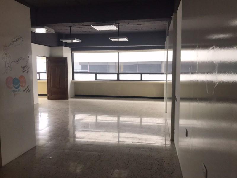 Remax real estate, Guatemala, Guatemala City, ALQUILER DE OFICINA EN CENTRO EMPRESARIAL ZONA 10