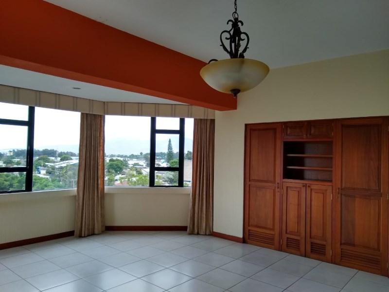 Remax real estate, Guatemala, Guatemala City, ALQUILO AMPLIO APARTAMENTO CON MUCHA ILUMINACIÓN EN ZONA 13