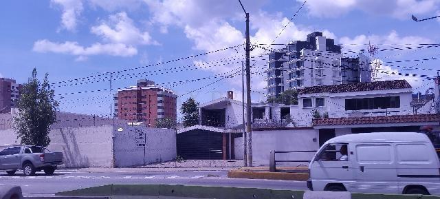 Remax real estate, Guatemala, Zona 10, ALQUILO AMPLIA PROPIEDAD COMERCIAL EN ZONA 10 SOBRE BOULEVAR LOS PROCERES
